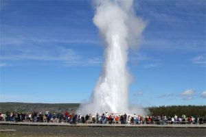 old-faithful-geyser-yellowstone